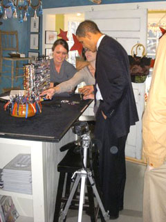 Obama shopping in New Hampshire (Photo by Monroe Anderson)
